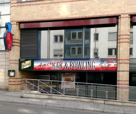 Außenansicht American Bowling in Halle im Charlottencenter
